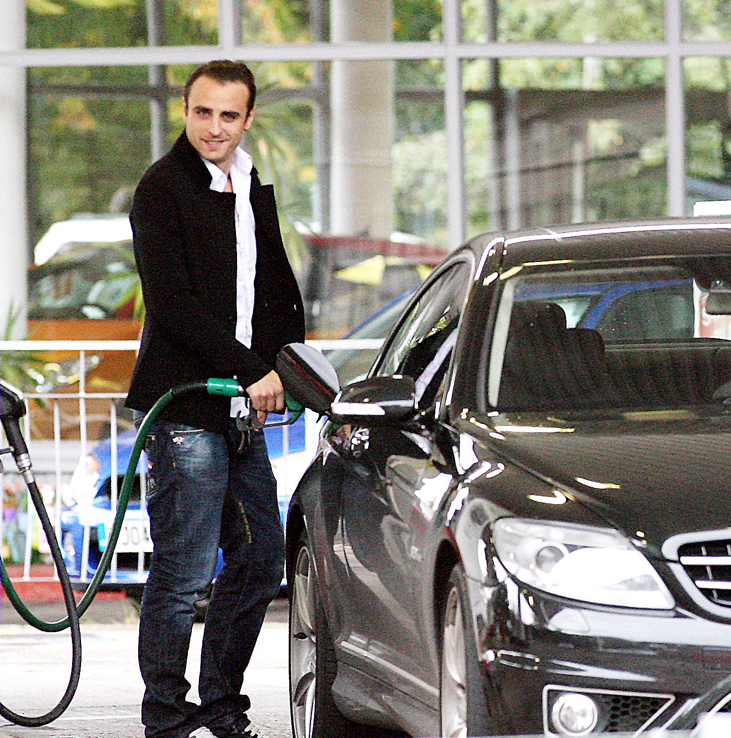 http://2.bp.blogspot.com/-bMIeRz0NVlI/UFrbjoaLKiI/AAAAAAAAAYM/JoeQubyTxvE/s1600/dimitar-berbatov-fashion-style-car-wallpaper.jpg