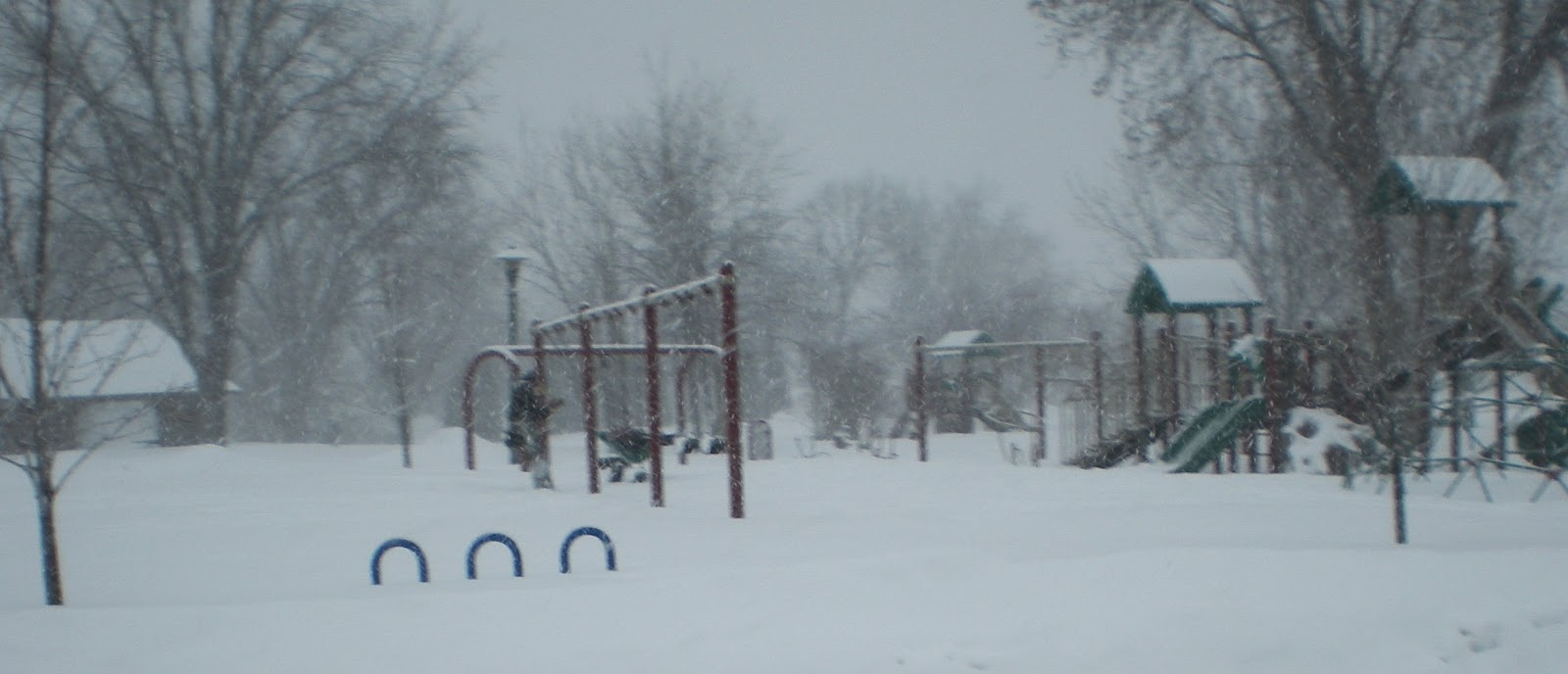 Whiteside, park, Ely, snowstorm, playing, swings, crazy