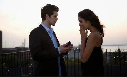 قبل ان ترتبط بـ فتاه إسألها 10 اسئله  - رجل يطلب يد يتقدم امرأة فتاة - man proposing to woman