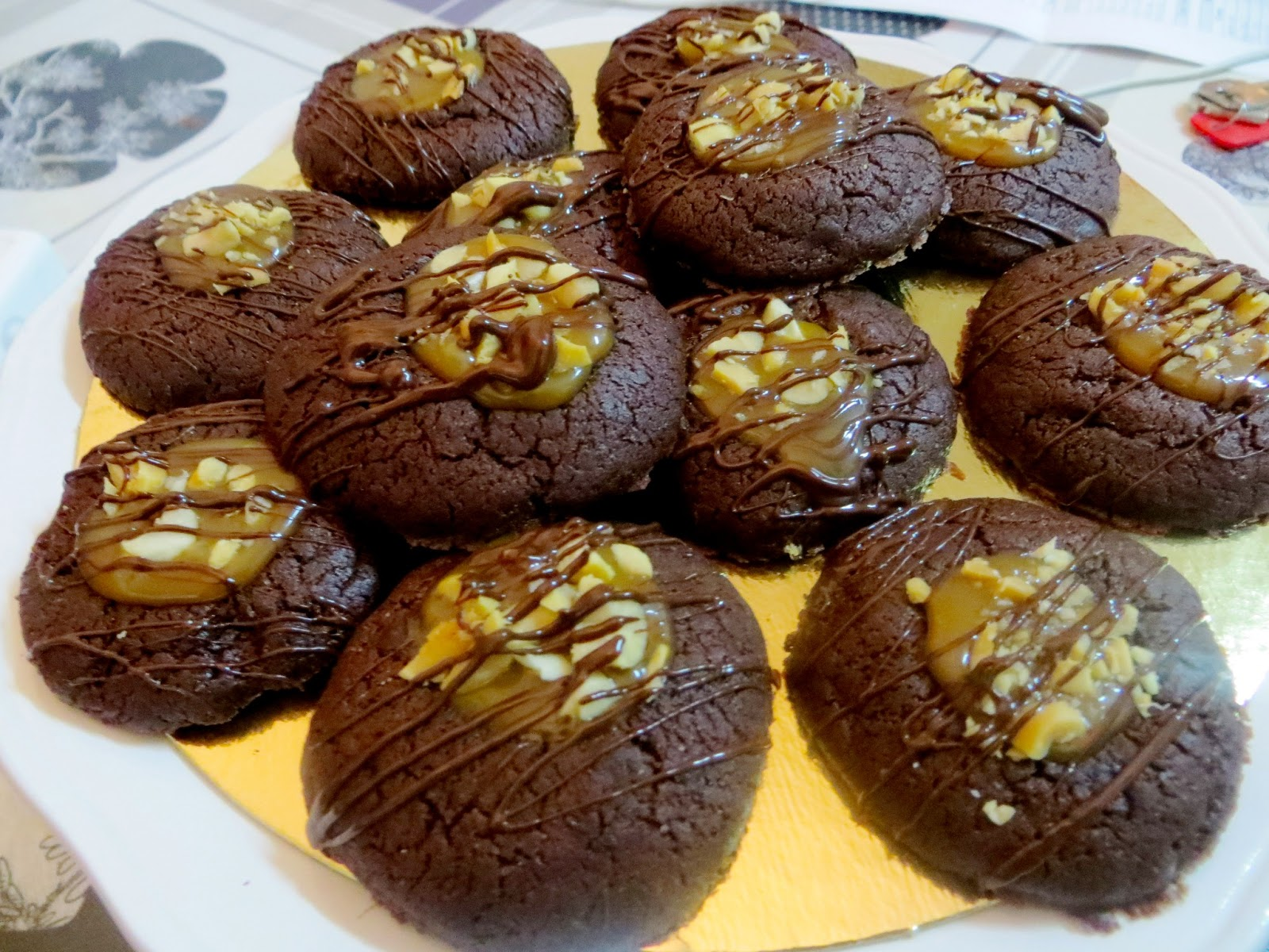 Chocolate Thumbprint Cookies with Salted Caramel and Peanuts (Snickers ...