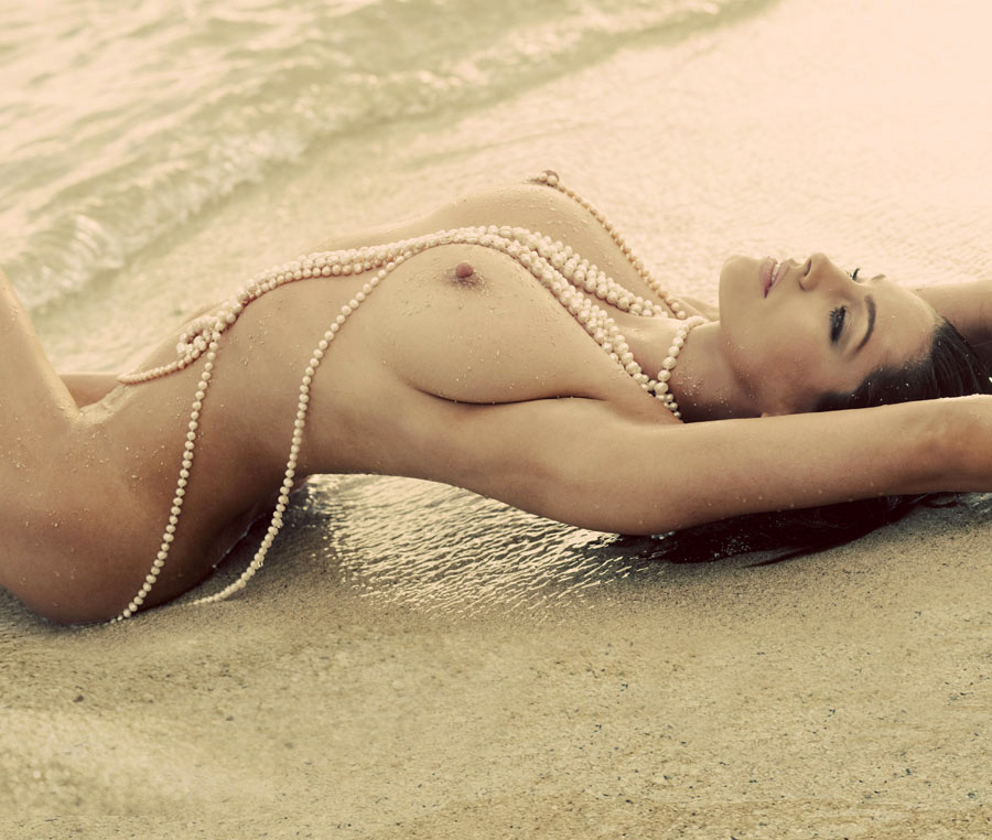 Kelly Brook – Naked Beach Photoshoot