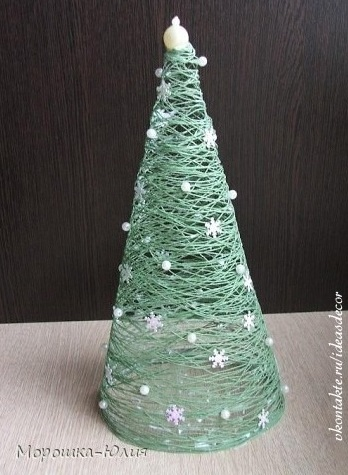 Embroidery Thread Christmas Tree Silhouette | Munchkins and Mayhem