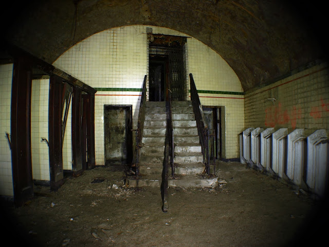 urbex, arches, manchester, cathedral steps,