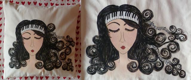 ručně malovaný polštář s hudebním motivem