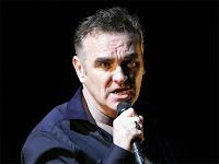 Morrissey mostra em show como animais são mortos nos matadouros