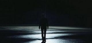 samota ni težka │ hodim na delo in zvečer ven │ in radiatorji so povsod