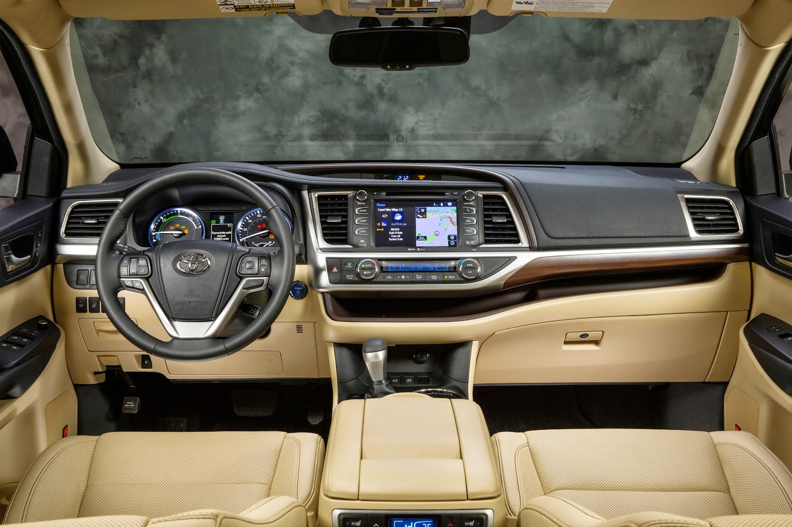 Interior view of 2015 toyota highlander limited platinum