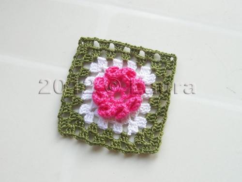 Mattonella con fiori hobby lavori femminili ricamo uncinetto