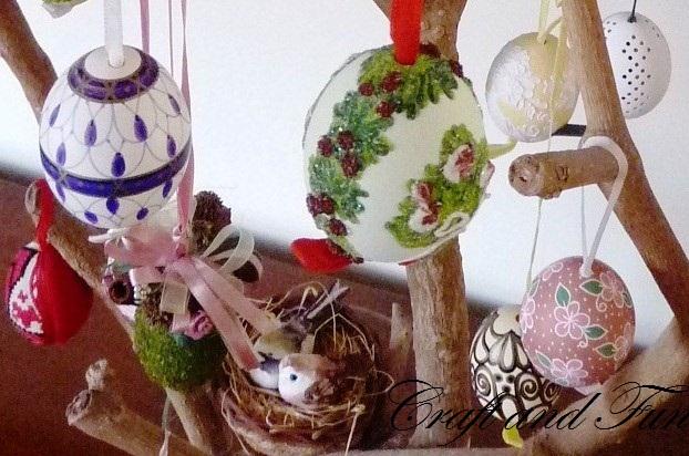 Riciclo creativo craft and fun albero di pasqua uova decorate - Uova di pasqua decorate ...