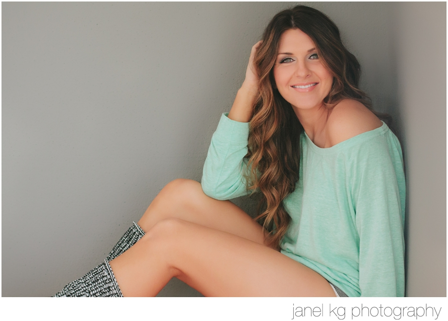 Love the slouchy shirt and leg warmers for this beauty portrait session!