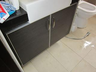 cabinet under washbasin