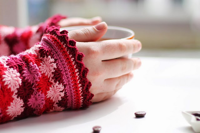 free crochet pattern catherines wheel fingerless gloves