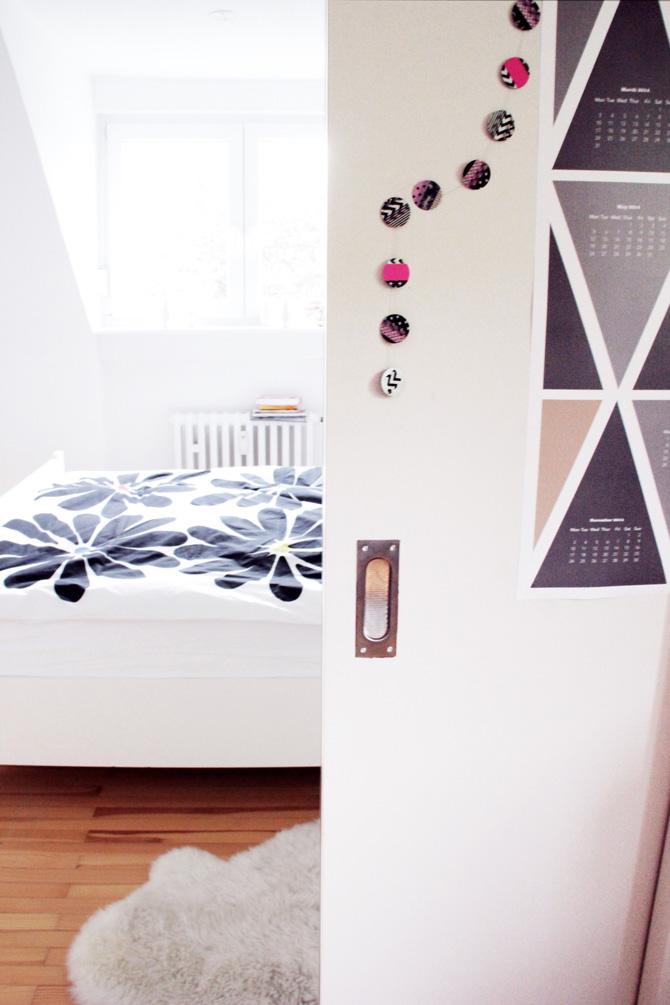 diy girlande aus kreisen und buntem klebeband sch nes scheint. Black Bedroom Furniture Sets. Home Design Ideas