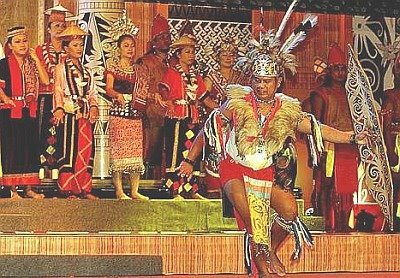 Ngajat bagi orang-orang Iban ialah tarian semasa menyambut Hari Gawai ...