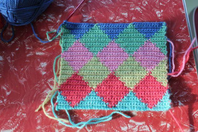 Little Woollie Tapestry Crochet Harlequin Pattern Tutorial