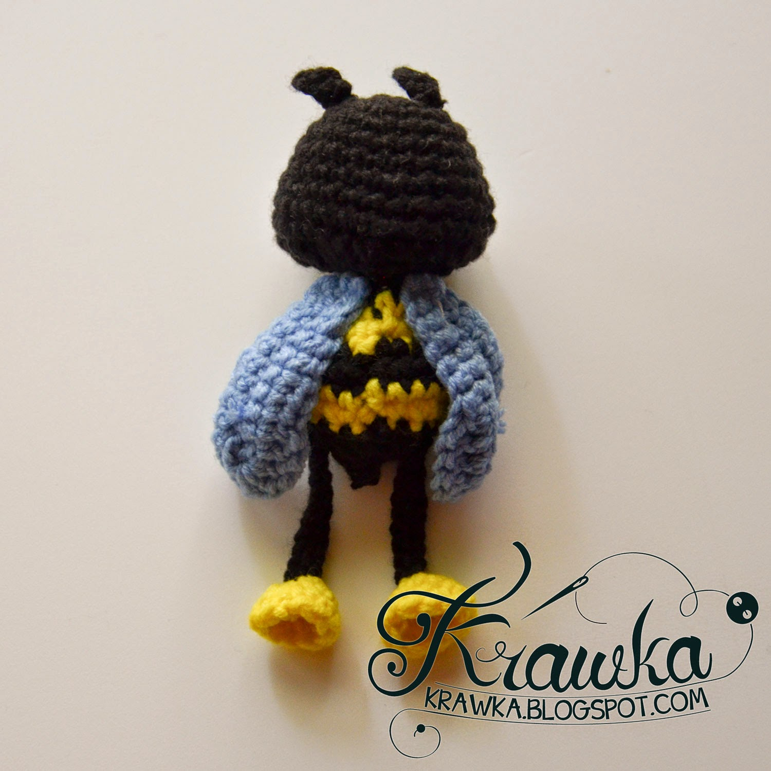 Potted plant decoration - Crochet bee on clothes pin for decoration. Free pattern
