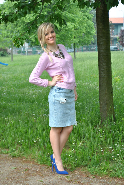 pencil skirt outfit gonna jeans come abbinare la gonna in jeans ripped pencil skirt mariafelicia magno fashion blogger colorblock by felym majique scarpe blu outfit primaverili spring outfit