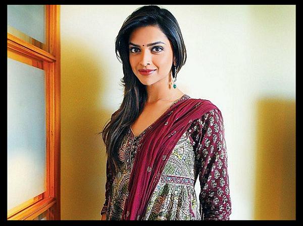 Indian-cine-actress-Desi-movie-star-Bollywood-heroine-Hindi-filmstar-Deepika-Padukone