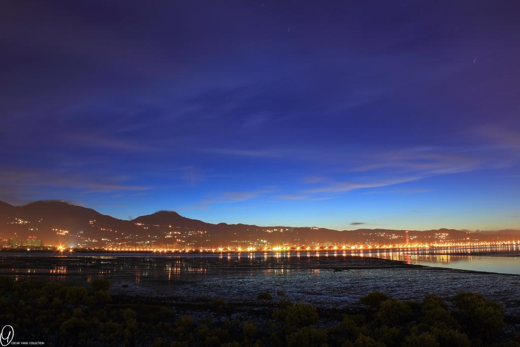 只要掌握Magic Hour,不用搖黑卡也可以拍出美麗夜景