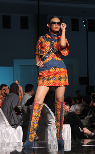 Jogja Fashion Week 2011 by Dana Raharja
