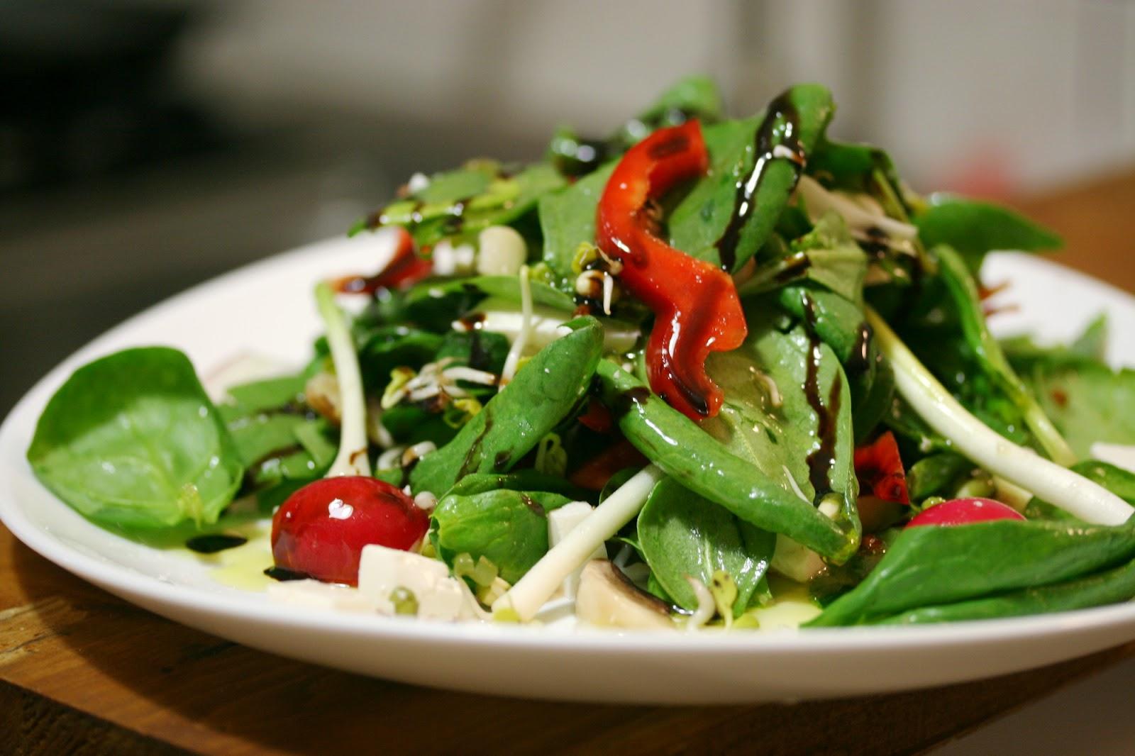 O cina usoara salata cu spanac for Cu ci na roma