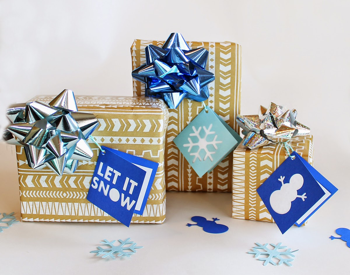 http://www.tiffzippy.com/holiday-folded-gift-tags-let-it-snow/