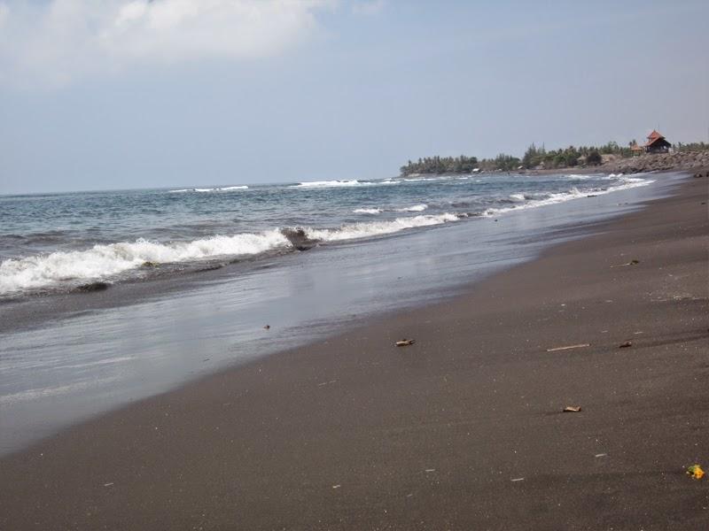 Tempat Wisata Pantai Lebih Gianyar Bali