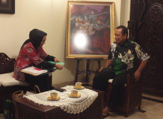 Ahli Batik Tulis Yogyakarta, Prof .Dr. Basu Swatha Dharmmestha dalam Konsultasi Thesis