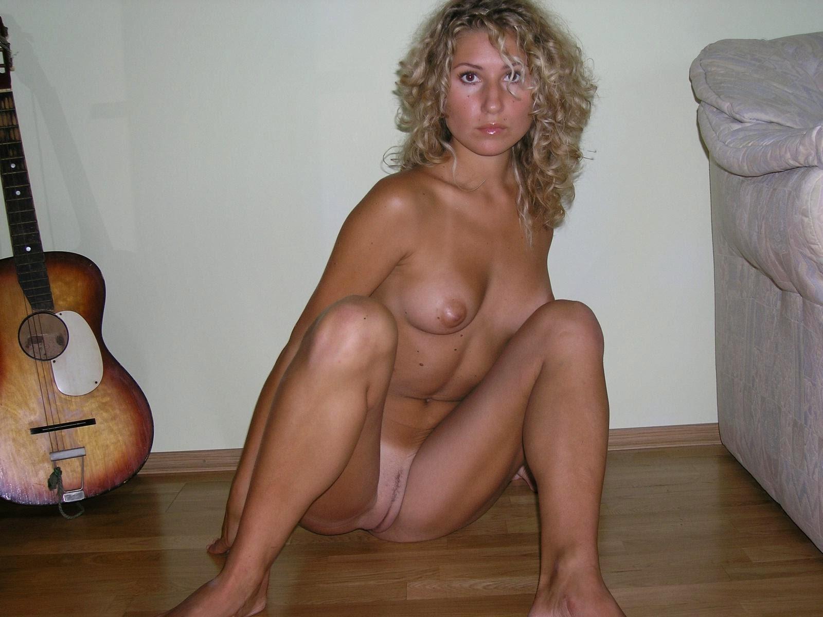 Фото голой девушки в домашней обстановке 18 фотография