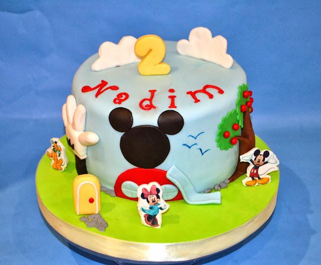 Tarta La casa de Mickey mouse personalizada Gandia pluto minnie daysi donald sugar dreams gandia cake club house papel de azucar comestible fondant modelado nubes tobogan