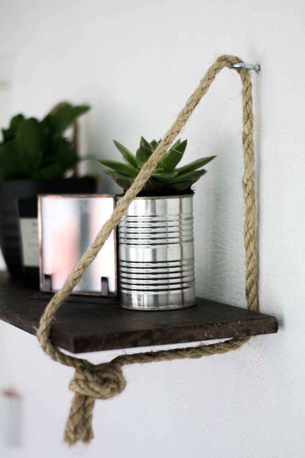 Hanging rope shelf - Cityscape Bliss