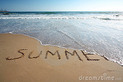 wave wahing away the word summer written on the beach