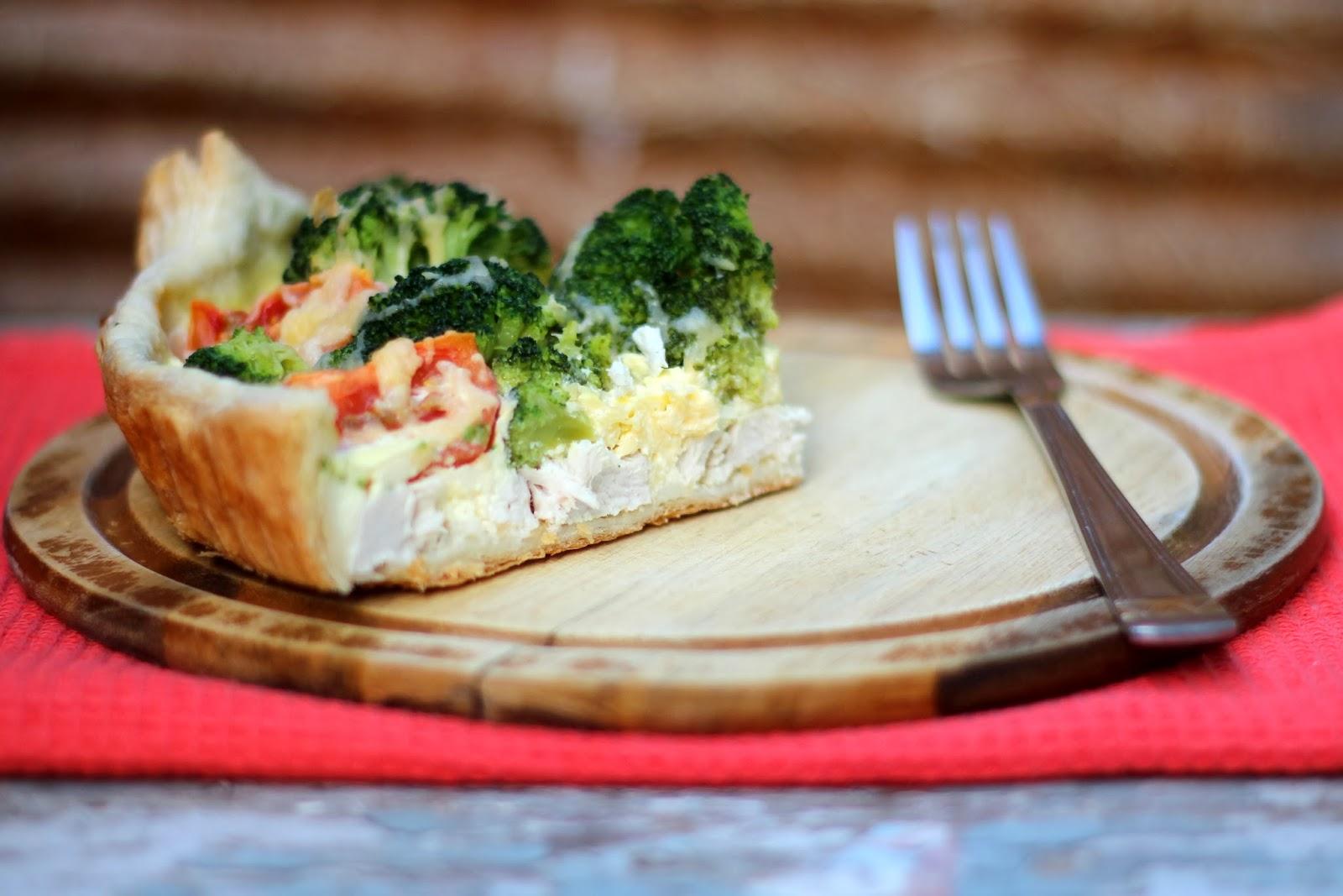 Пирог с курицей и брокколи из слоеного теста рецепт