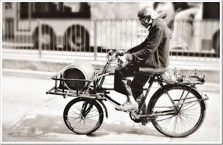 old man on bike thumb - QUANDO IDOSOS TEREMOS APENAS BICICLETAS?