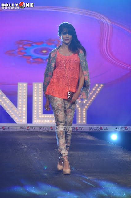 Genelia D'souza Walks Ramp at Allure Fashion show