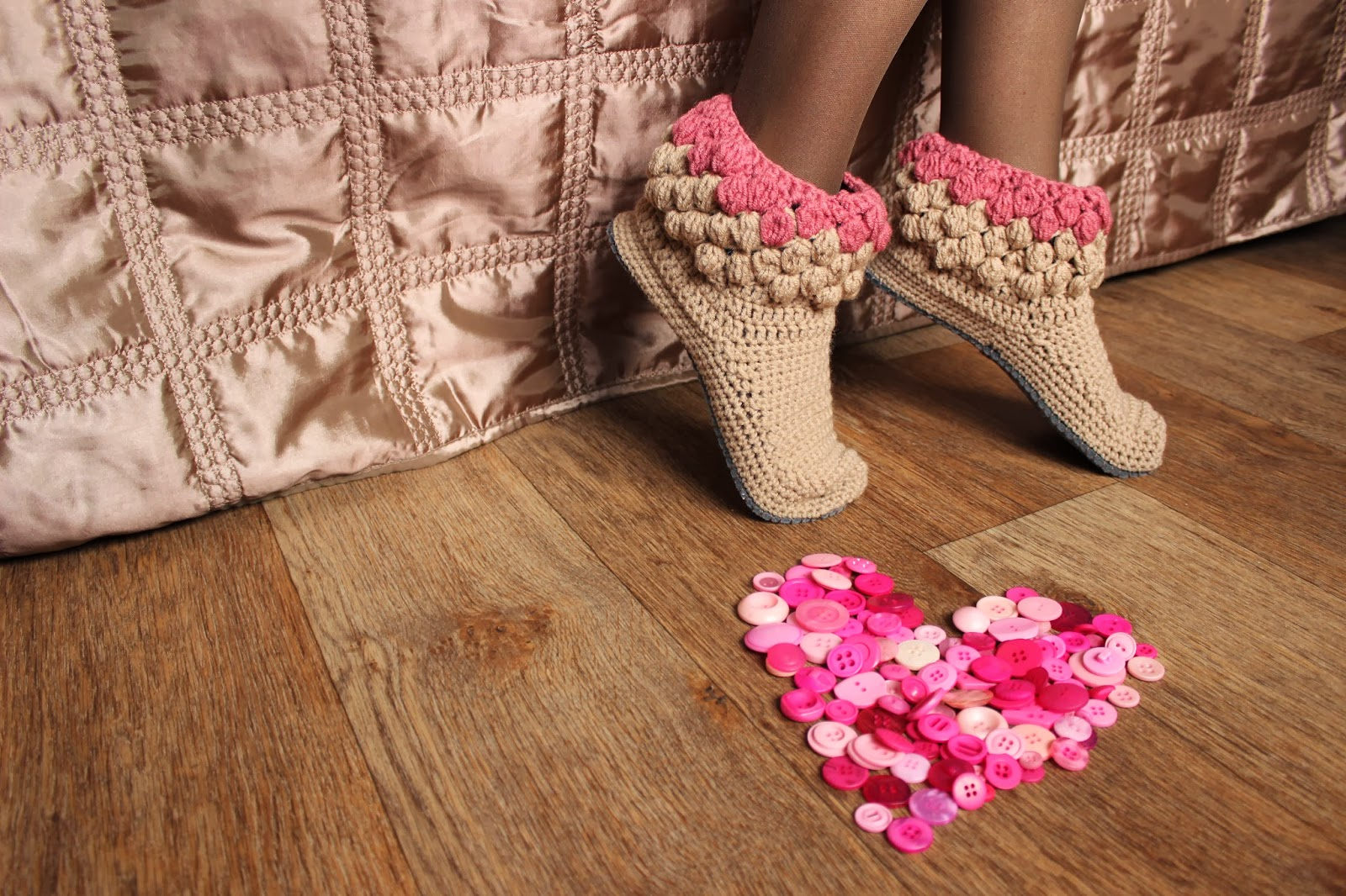 тапочки крючком,обувь ручной работы,обувь для дома,тапочки домашние,тапочки вязаные, подарок, купить тапки,домашние тапки,тапки в подарок, нежные тапочки, красивые тапочки, тапочки сапожки, домашняя обувь,тапочки, тапки домашние, сапожки для дома,сапожки ручной работы,сапожки вязаные, комнатные тапочки