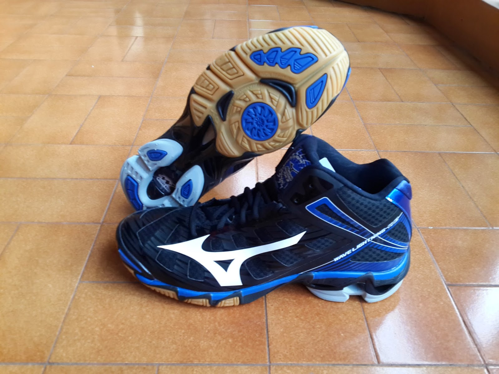 Mizuno Wave Lightning RX 3 Mid