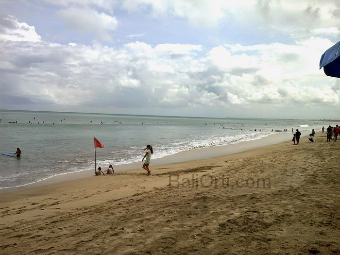 Whenever the sea at Kuta Beach Bali harmful to humans , then the flag will be installed as a warning sign