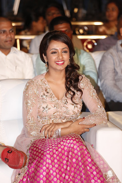 Tejaswi Latest HD images | Kerintha Platinum Disc Function