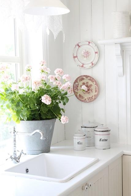 Vibeke design: malt kjøkkenbenk i hvitt