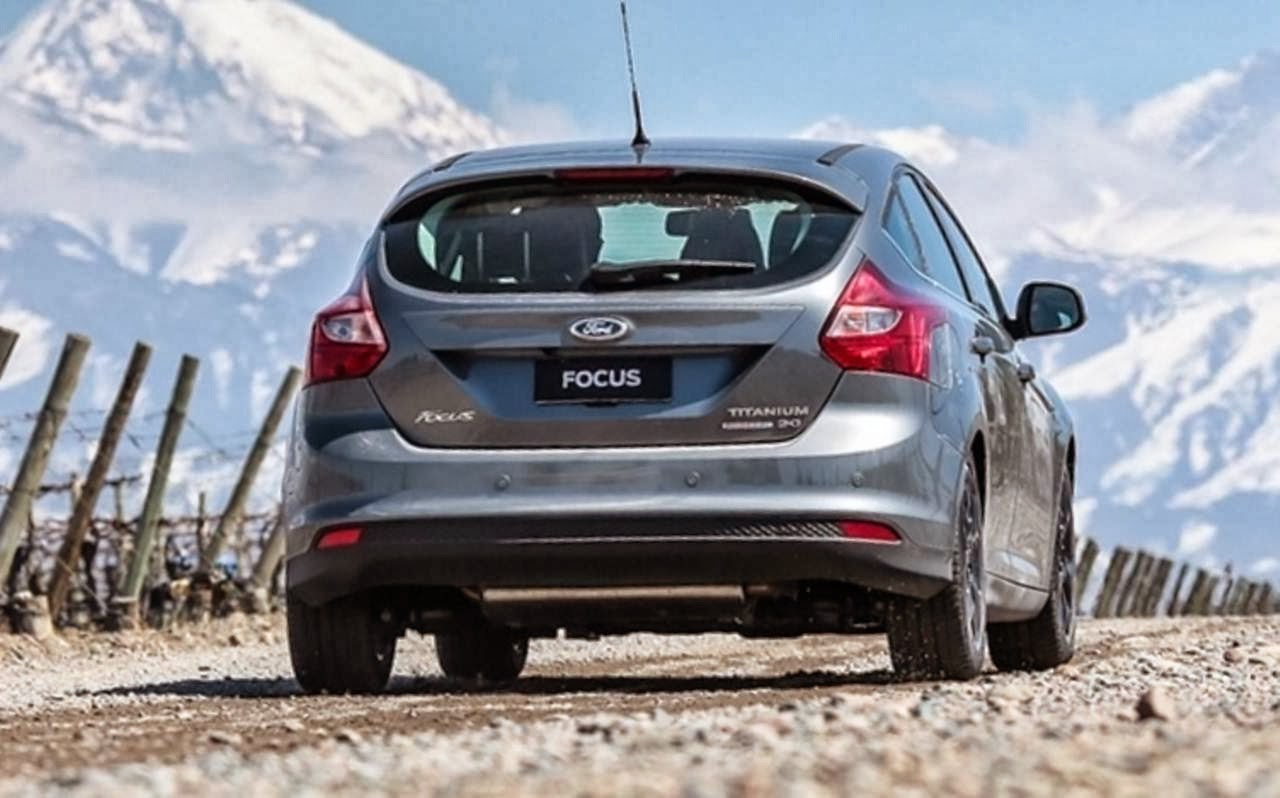 Novo Ford Focus Hatch 2014 - traseira