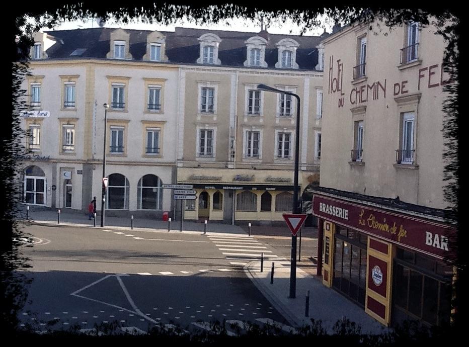 Hotel De Ville Laval  Novembre