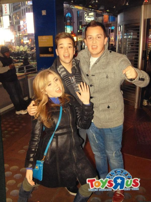 who is sam from icarly dating in real life Jennette mccurdy relationship list jennette mccurdy dating history, 2018, 2017, list of jennette mccurdy relationships born jennette michelle faye mccurdy on 26th june, 1992 in garden grove, california, she is famous for icarly in a career that spans musical career and 2008–present her zodiac sign is cancer.