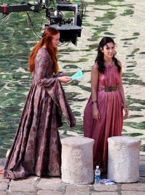 Shae y Sansa de cerca rodaje tercera temporada Juego de Tronos - Juego de Tronos en los siete reinos