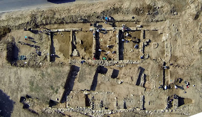 Discovery of a 2,700-year-old portico in Greece