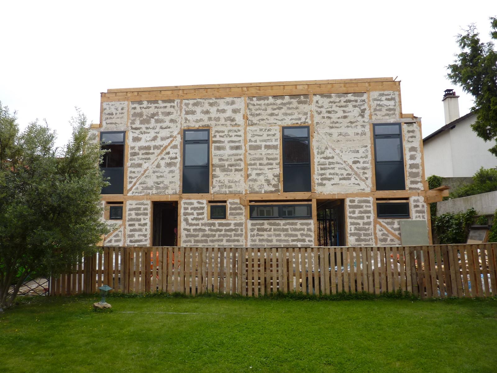 Suite chantier maison bois bioclimatique architecte for Chantier architecte