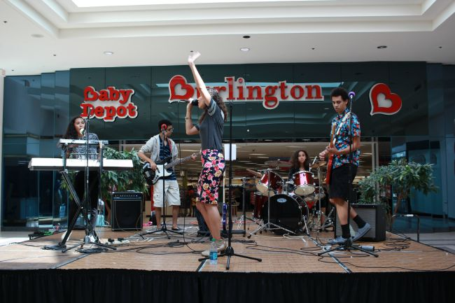 Queens Over Kings performing at Chesapeake Square Mall