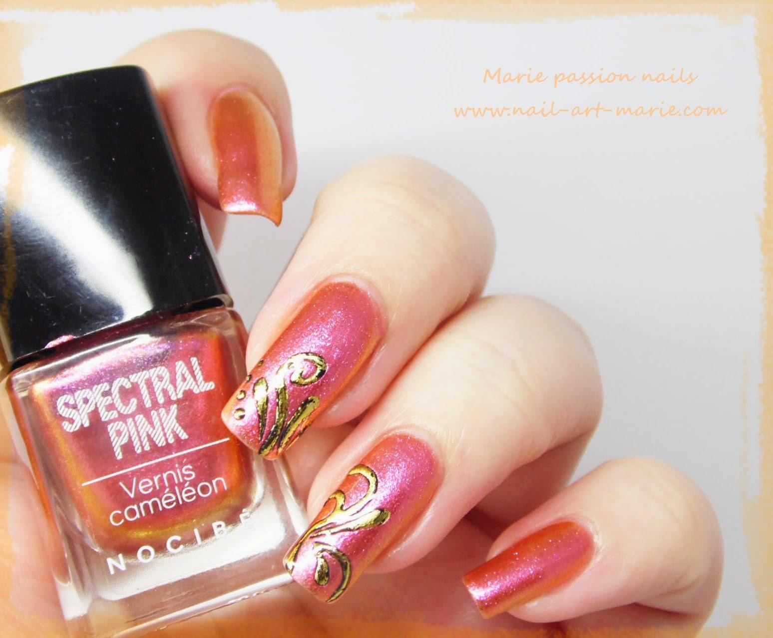Nail art accent nail en dorures6