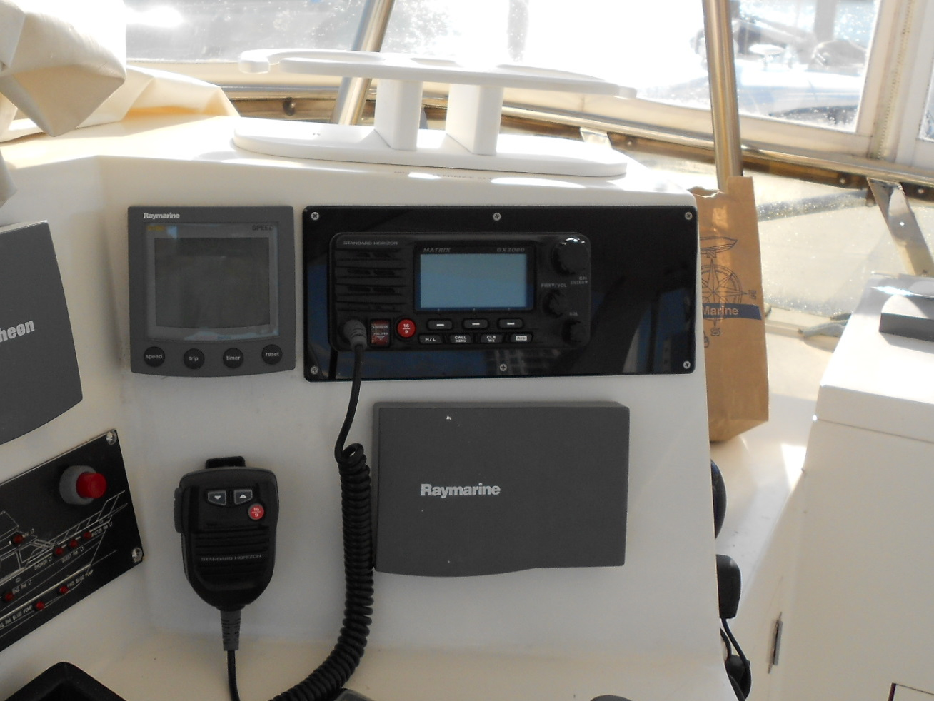 The Marine Installers Rant Hole In None Wiring Lowrance To Vhf Radio I Pick Up Phone And Call Standard Horizon Just As Tech Comes On Line Realize What Is Going When Bought Had Called