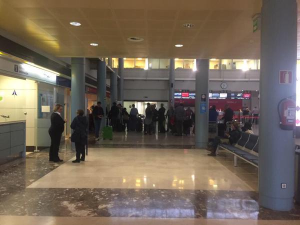 Dos vuelos de iberia procedentes de madrid desviados for Oficinas vueling barcelona